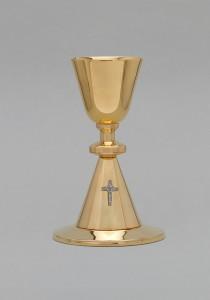 Kalich pozlacený, zdobený křížem, vzor 068
